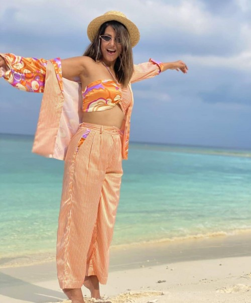 Hina Khan's outfiy from her vacation in Maldives please - SeenIt