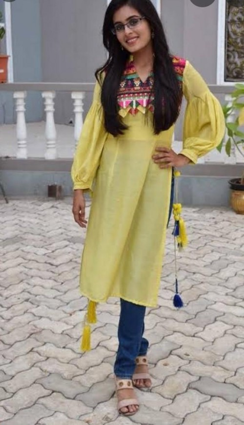 looking for this kurti worn by Rhea Sharma - SeenIt