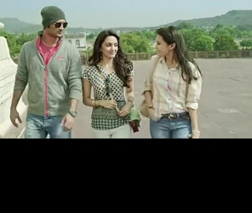 Can someone please  help me find this top worn by Kiara Advani - SeenIt