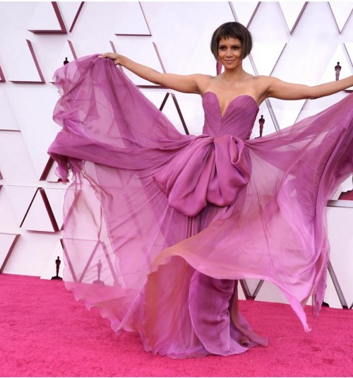 Yay or nay? Halle Berry attends the Oscars Academy awards 2021 wearing a purple strapless gown - SeenIt