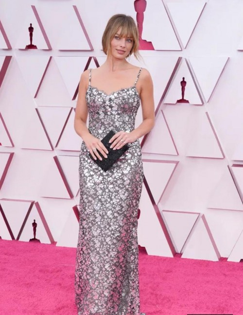 Yay or nay? Margot Robbie attends the Oscars  Academy Awards 2021 wearing a silver shimmer strappy  gown - SeenIt