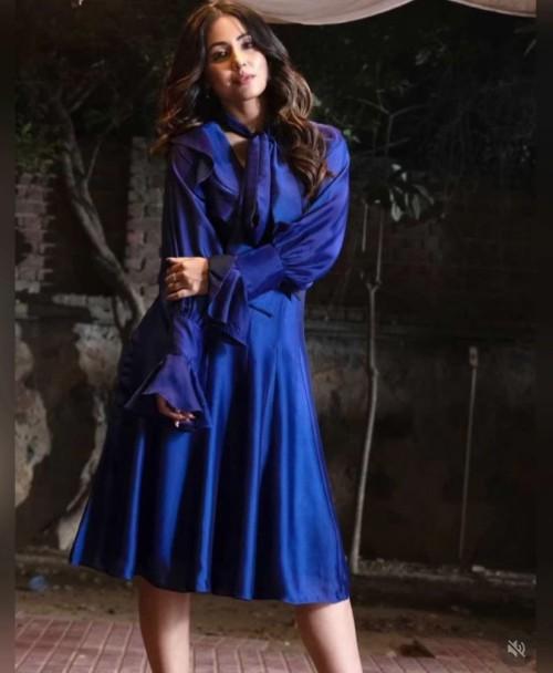 Hina Khan's blue midi dress please - SeenIt