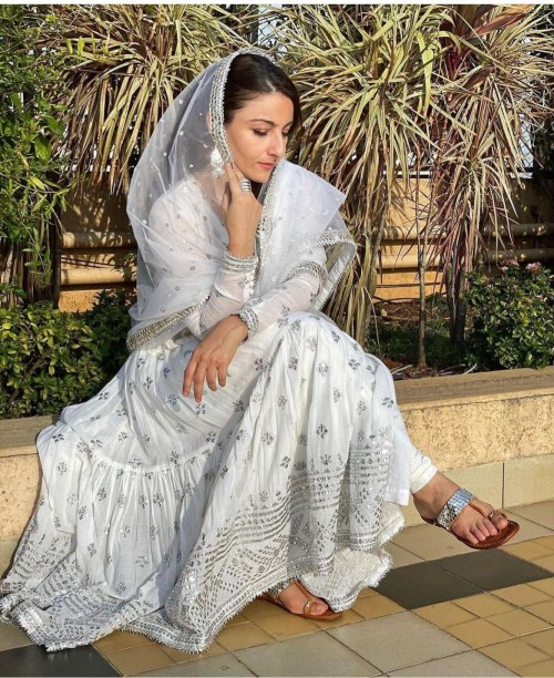 Latest sohaalikhan looks and outfits online | SeenIt