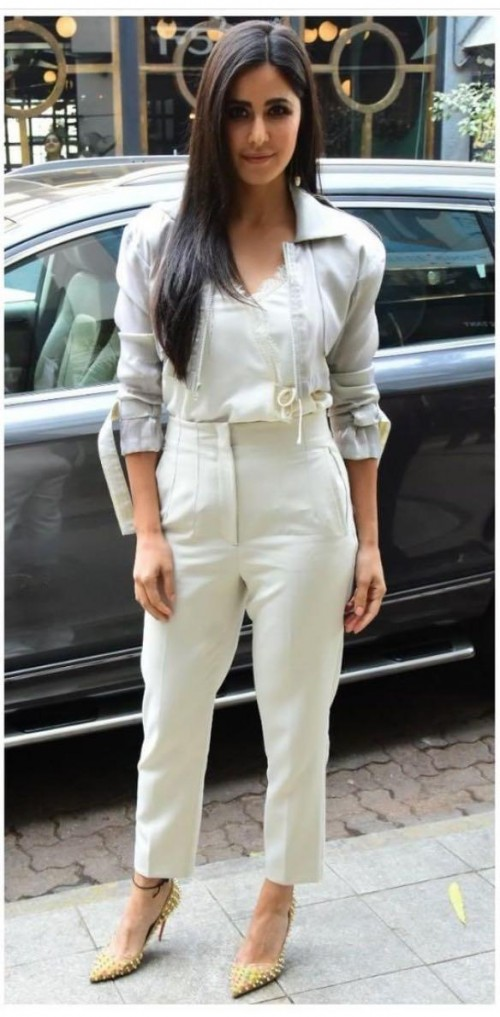 Want those white pants please  - SeenIt