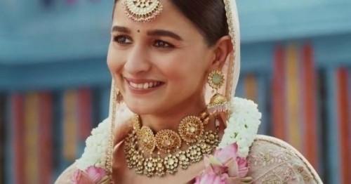 necklace worn by alia bhatt I want similar necklace - SeenIt