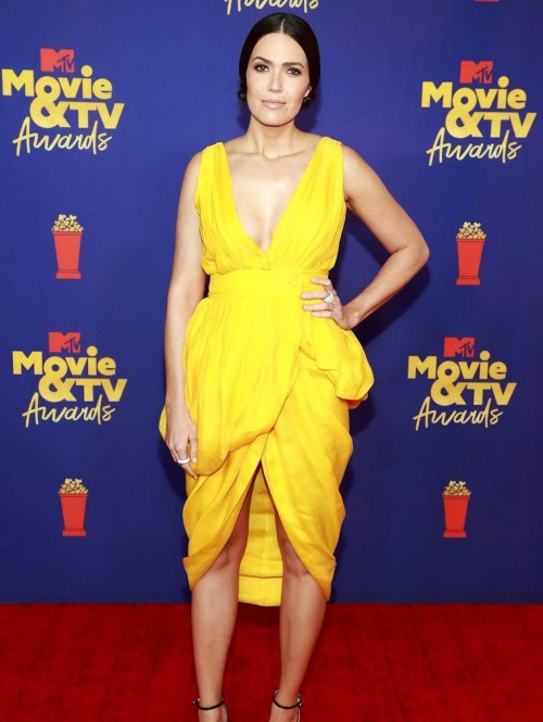 Yay or nay? Mandy Moore attends the Mtv music and Tv awards 2021 - SeenIt