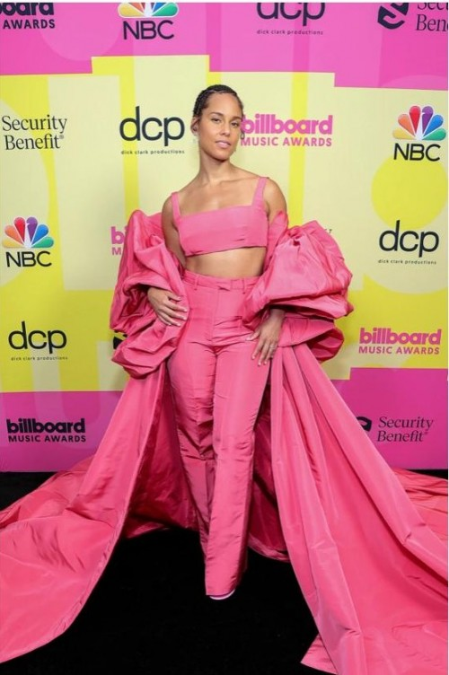 Yay or nay? Alicia Keys attends the Billboard music awards 2021 - SeenIt