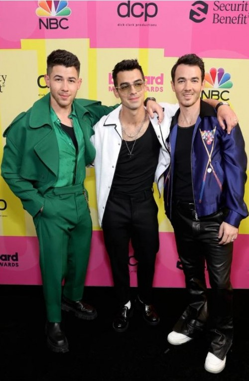 Yay or nay? The Jonas brothers attends the Billboard music awards 2021 - SeenIt