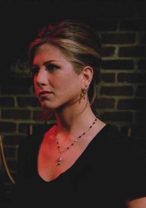 I'm looking for this necklace in season 2 episode 7 of Friends. Please help me find Rachel Green's necklace. - SeenIt