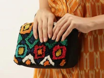 I want similar clutch in image - SeenIt