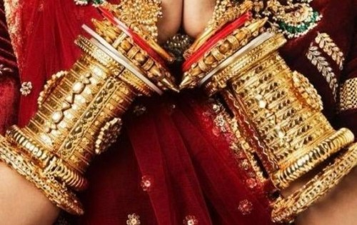 I want similar bangles set - SeenIt