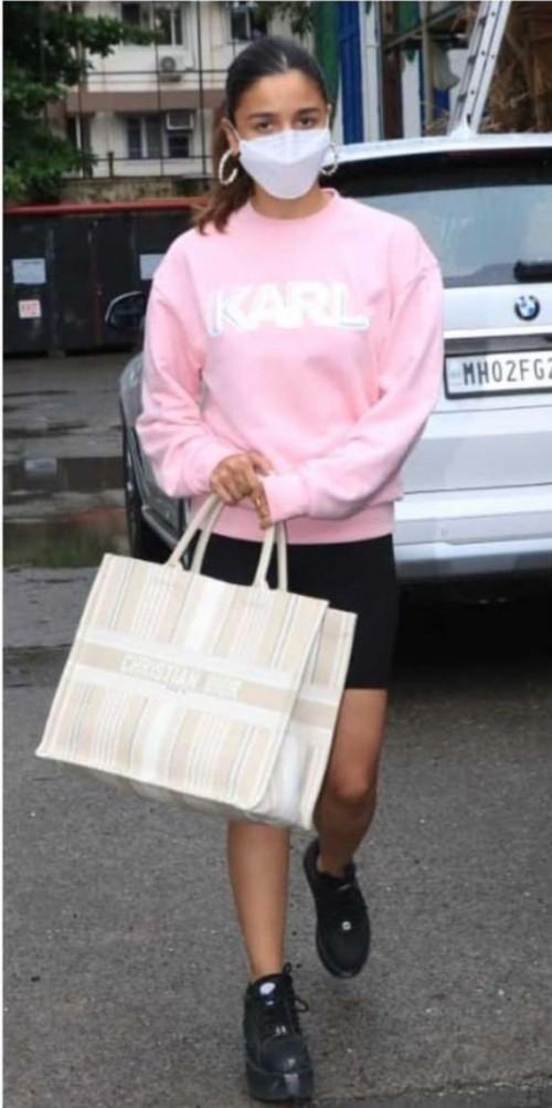 Want that karl sweatshirt please like alia bhatt is wearing - SeenIt