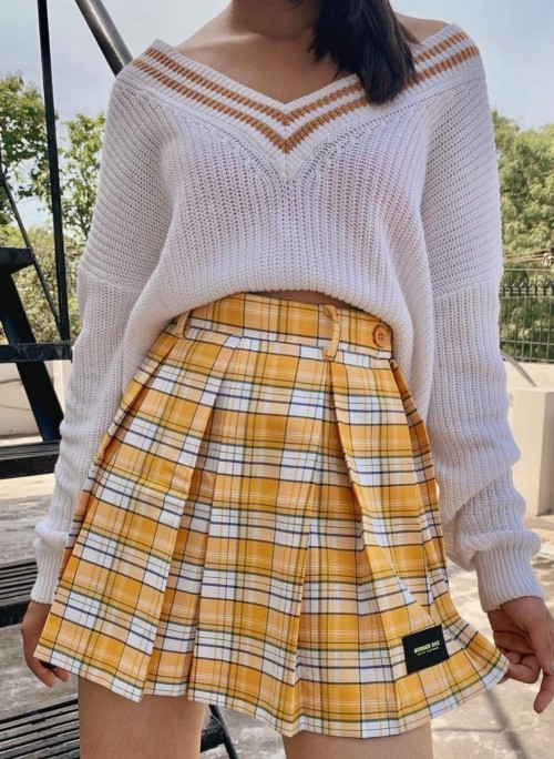 Looking for whole outfit - SeenIt