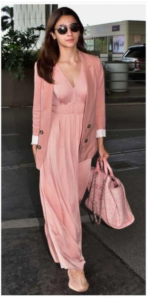 Alia Bhatt's similar blazer please - SeenIt