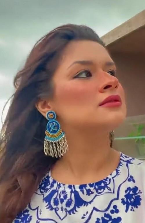 I want this same earing like avneet Kaur - SeenIt