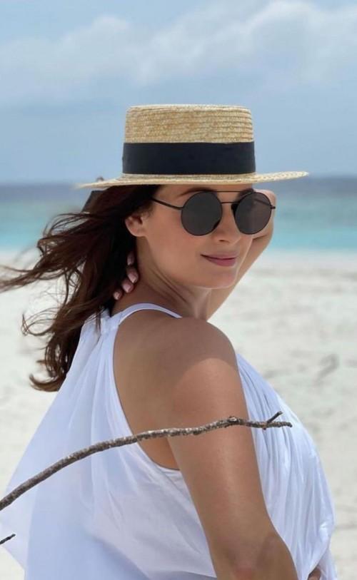 Dia Mirza's black round sunglasses please - SeenIt
