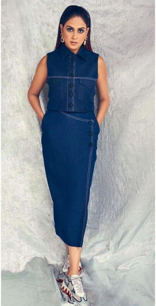 Find me a similar blue denim jumpsuit online please - SeenIt