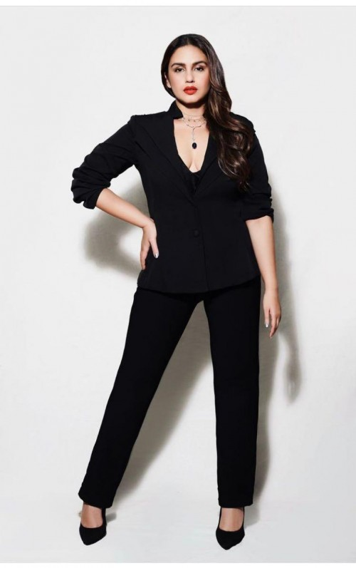 Huma Qureshi's black outfit please - SeenIt