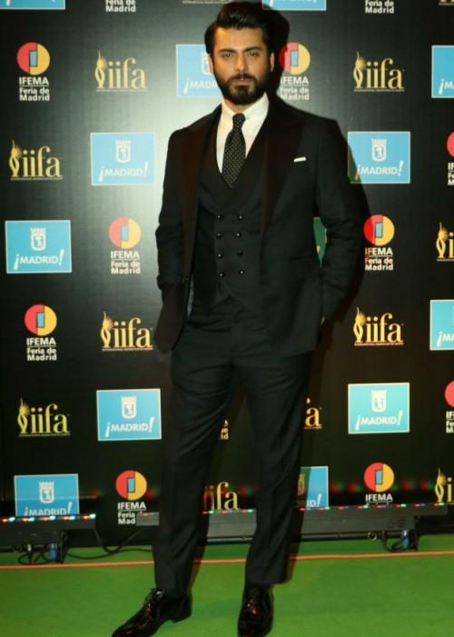 Fawad Khan made everyone swoon at IIFA 2016. What do you think? - SeenIt