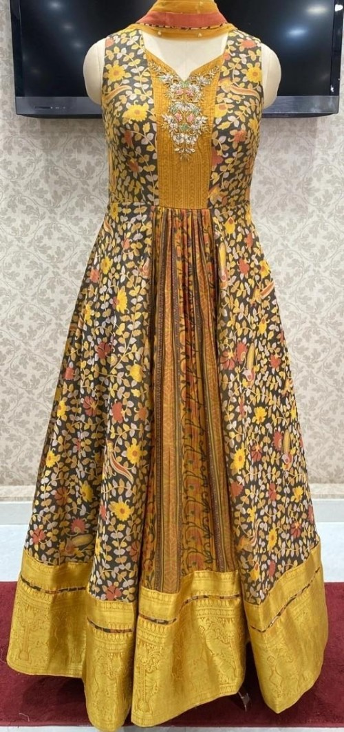 looking for same dress or same border - SeenIt