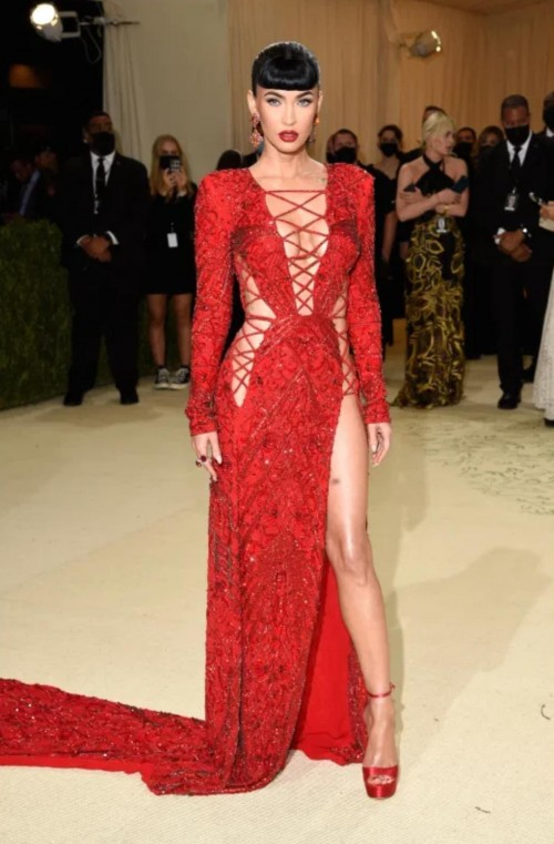 Yay or nay? Megan Fox attends the MetGala 2021 wearing a Duncan dress - SeenIt