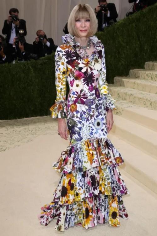 Yay or nay? Anna Wintour attends the MetGala 2021 wearing Oscar de la renta gown - SeenIt