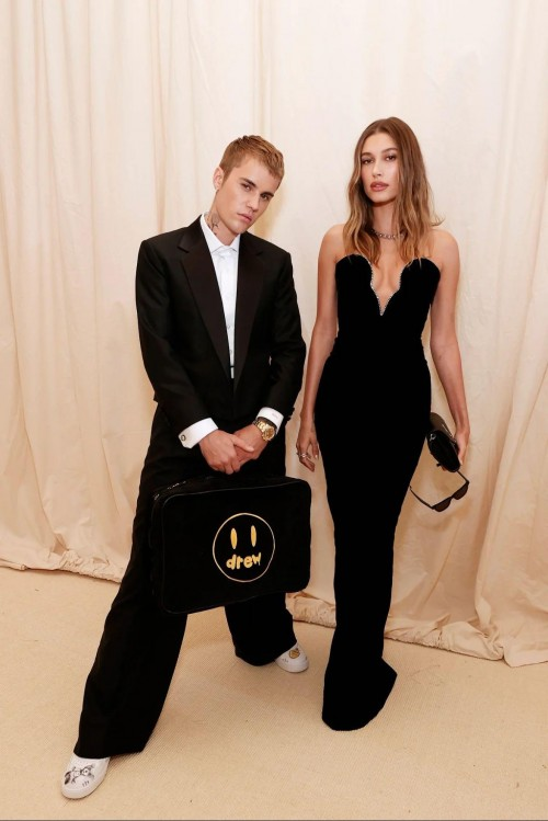 Yay or nay? Justin Bieber attends the Meta gala 2021 - SeenIt