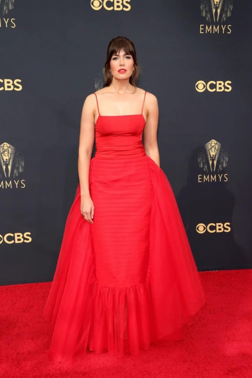 Yay or nay? Mandy Moore attends the Emmys 2021 wearing a red gown - SeenIt
