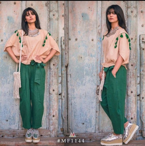 want the same outfit with the sneakers and necklace plz - SeenIt