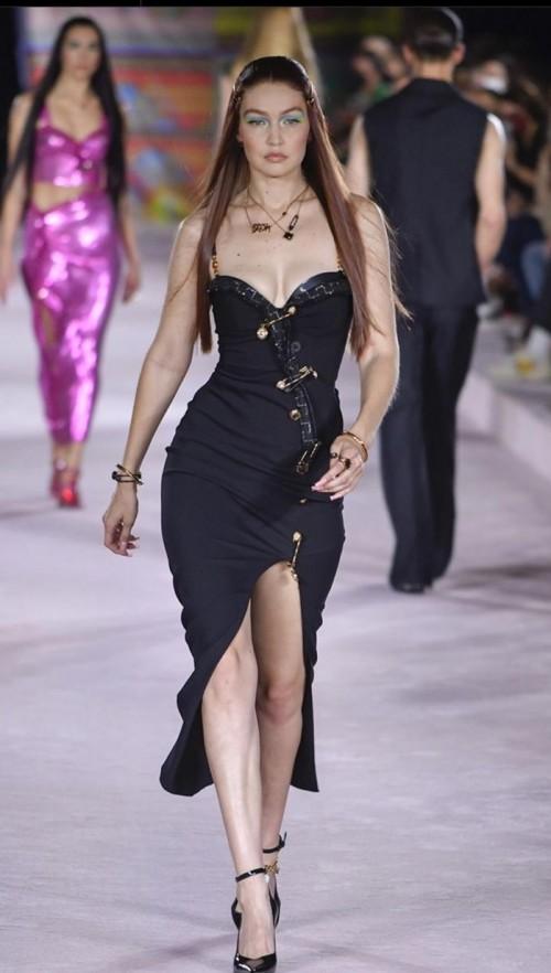 Yay or nay? Gigi Hadid walks the runway for VersAce during Milan fashion week - SeenIt