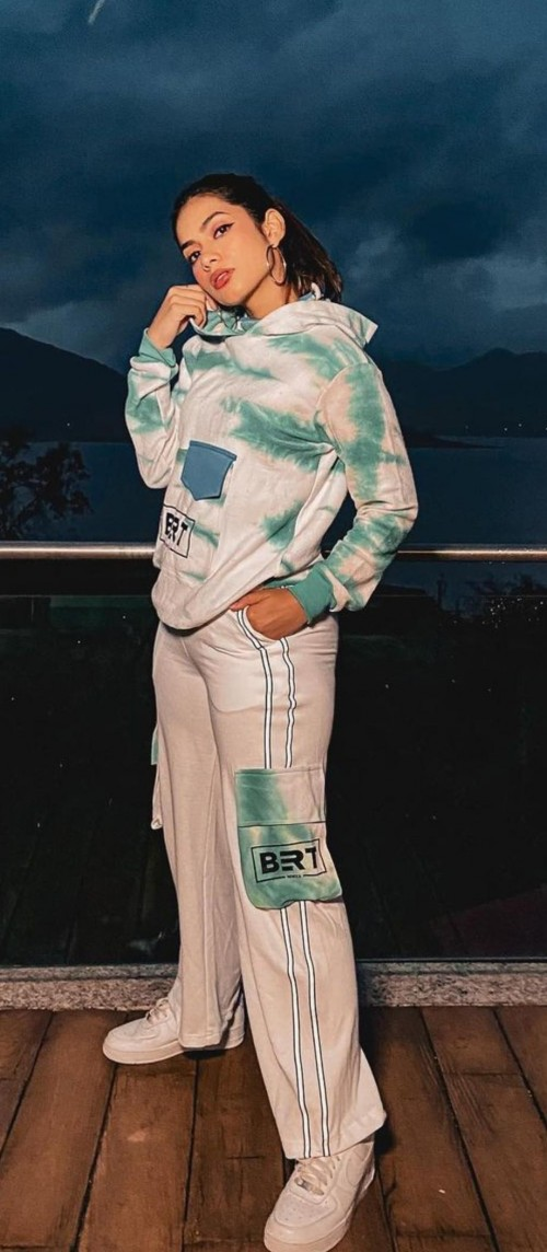 I'm looking for the same full exact outfit with sneakers as nagmaa mirajkar - SeenIt
