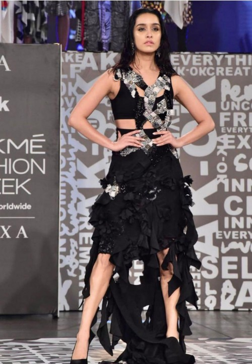 Yay or nay? Shradhha Kapoor walks the ramp for Anamika Khanna during the Lakme fashion week 2021 - SeenIt