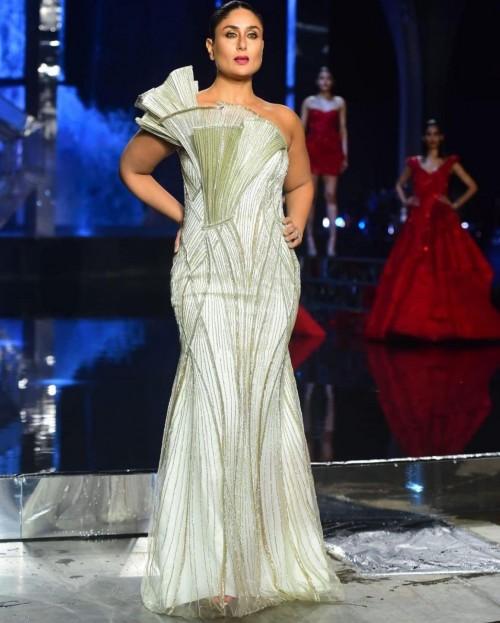 Yay or nay? Kareena Kapoor walks the ramp for Gaurav Gupta during the Lakme fashion week 2021 - SeenIt
