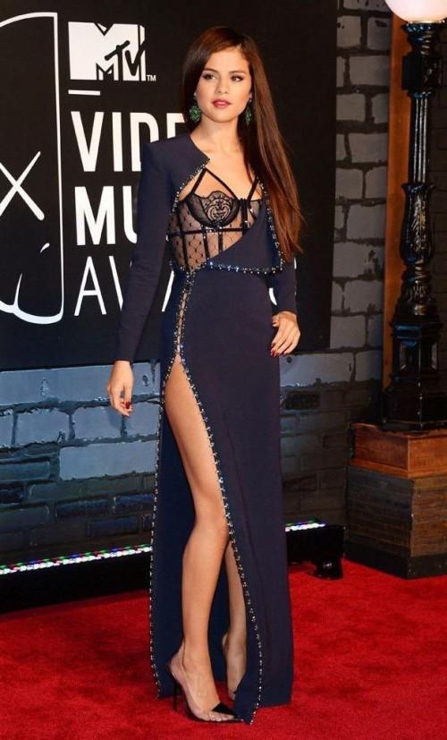 selena gomez's stunning black dress yay or nay - SeenIt