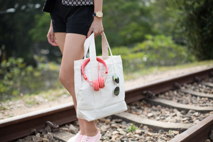 SHENTONISTA-SHENTONISTA-CommonThreadxSHENTONISTA-Audrey-Nil-Singapore-Shades_Hoola-Bag_CT_Essentials-Shoes_Praiaz-Watch_Komono-Necklace_Piesa-Headphones_Urbanears-Jan-4-2014-040114-UNIFORM-3