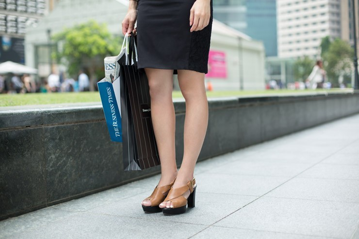 The_Business_Times_SHENTONISTA-All_Boxes_Checked-Samantha-Banking-Singapore-Skirt_HM-2