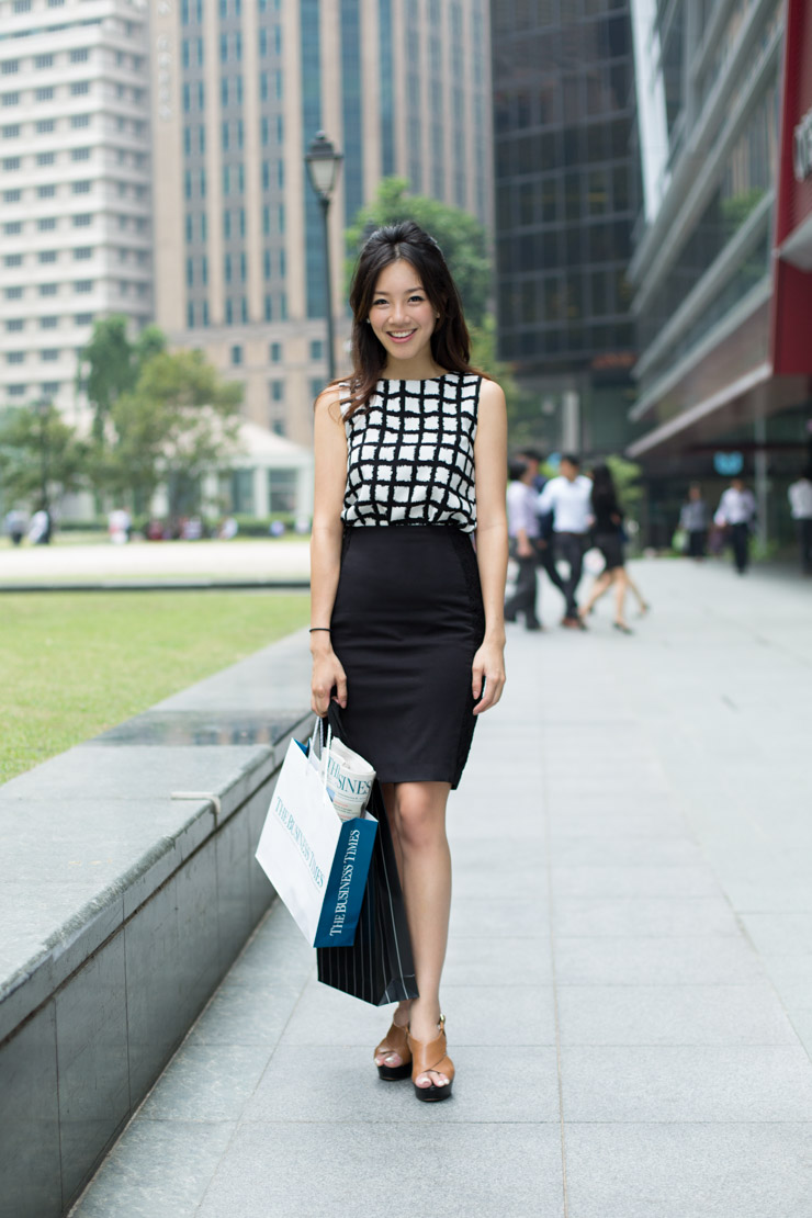The_Business_Times_SHENTONISTA-All_Boxes_Checked-Samantha-Banking-Singapore-Skirt_HM