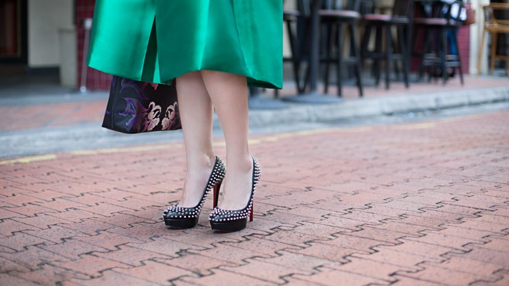 UOB_Cards_SHENTONISTA-Evergreen-Viola-Entrepreneur-Bag_Anna_Sui-Top_Love_Bonito-Skirt_Love_Bonito-Shoes_Christian_Louboutin-3