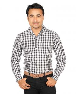 Yepvi Black And White Checked Shirt