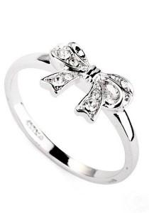 Ribbon Crystal Ring (Size 16)