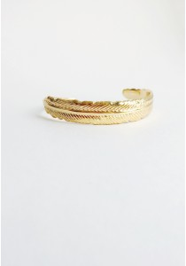 G. Curved Feathered Cuff