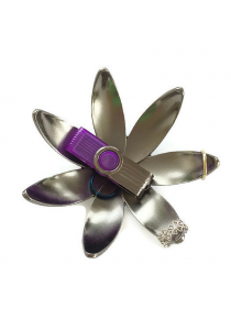 Ring Holder, Umbra, Magnolia Ring Holder (Titanium)
