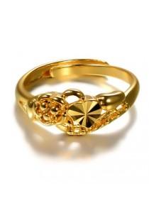 Arche Diamond Cut Carved Adjustable Fashion Designer Gold Ring (Gold)