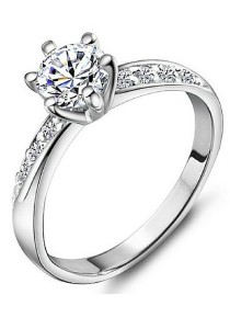 Vivere Rosse Beautiful Princess Solitaire Ring with Side Stones JR0001