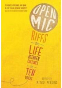 Open Mic : Riffs on Life between Cultures in Ten Voices [9780763690953]
