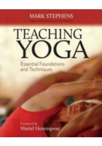 Teaching Yoga : Essential Foundations and Techniques [9781556438851]