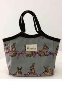 Queen And Cat Waterproof Small Lady Bag with Buckle (Bunny in Light Grey Background)