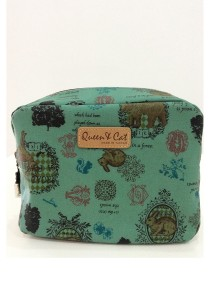 Queen and Cat Waterproof Large Cube Cosmetic Pouch (Rabbit and Trees in Green Background)