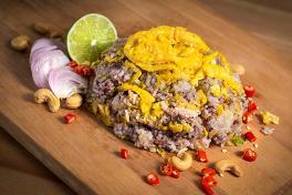 RC046 Black Olive Fried Rice w/ Minced Chicken ข้าวผัดหนำเลียบ