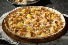 Garlic Snowing Pizza